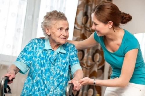 Cómo ayudar al abuelito en casa