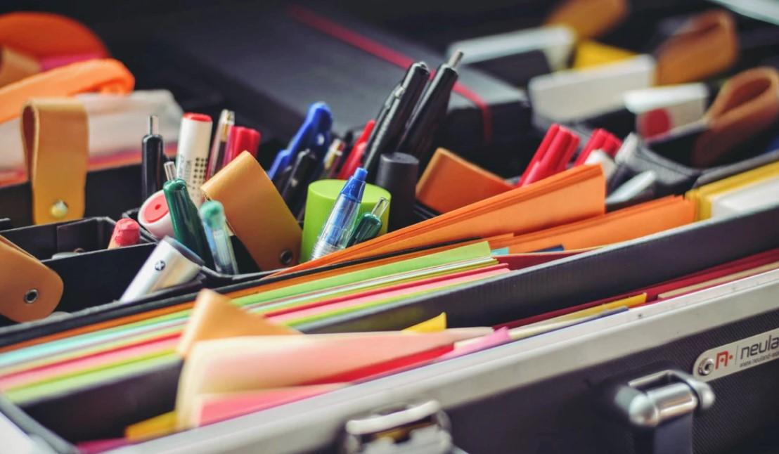 Razones por las que comprar suministros y muebles de oficina